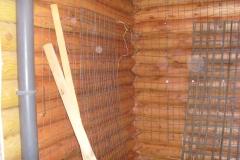 Сетка на стене из бревен