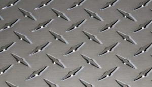 Металлические или металлизированные обои.